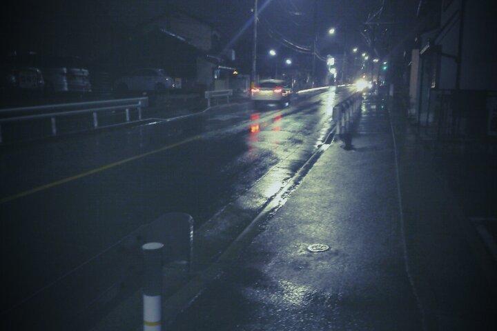 雨ふりの中